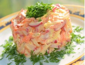 Салат из моркови, яблока и болгарского перца